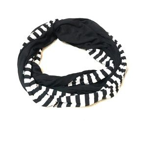 Black and white double infinity scarf